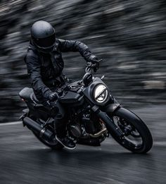 Husqvarna have unveiled the spectacular new Svartpilen 701 model at EICMA 2018 in Milan. With a flat tracker-based minimalist design, the neo-retro bike is powered by a four-stroke single-cylinder engine that outputs 53 pound-feet of torque. Motorcycle Photo Shoot, Motorcycle Photography, Motorcycle Helmets, Digital Instruments, Retro Bike, Swedish Brands, Moto Style, Bike Design, Motorbikes