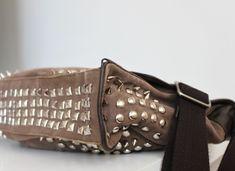 Ideias para customizar bolsas, com tachas