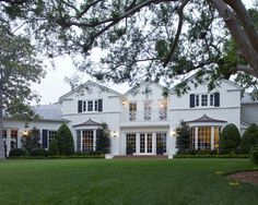 Exterior Colonial Homes Exterior Design, Pictures, Remodel, Decor and Ideas Exterior Colonial, Traditional Exterior, Exterior Design, Brick Design, Exterior Paint, Traditional House, Style At Home, Facade House, House Facades