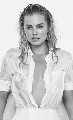 Margot Robbie Margot Elise Robbie is an Australian actress and film producer. In 2017, Time magazine named her as one of the 100 most influential people in the world and Forbes featured her in their 30 Under 30 list. Born and raised on a farm in Dalby, Queensland, Robbie studied drama at Somerset College. She began her career in ...