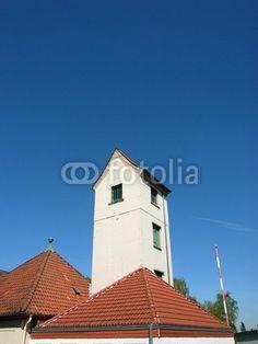 Schlauchturm und Walmdach des Feuerwehrhaus in Helpup bei Oerlinghausen in Ostwestfalen-Lippe am Teutoburger Wald