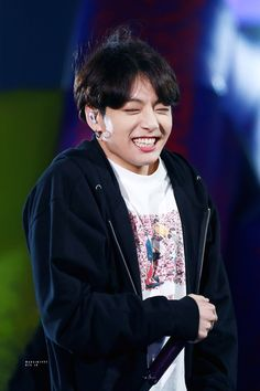 Find images and videos about kpop, bts and jungkook on We Heart It - the app to get lost in what you love. Foto Jungkook, Foto Bts, Jungkook Lindo, Jungkook Oppa, Bts Photo, Bts Bangtan Boy, Bts Boys, Namjoon, Seokjin