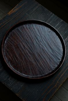 「太田修嗣 漆器展 ~根来塗り~」(~11/16迄)の8日目。会期はあと2日となりました。 本日は、根来塗りから離れて、木地の見える塗りものをご紹介...