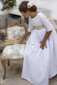 Girls First Communion Dresses, Holy Communion Dresses, Première Communion, First Holy Communion, Little Girl Dresses, Flower Girl Dresses, Flower Girls, Communion Hairstyles, Fairy Dress