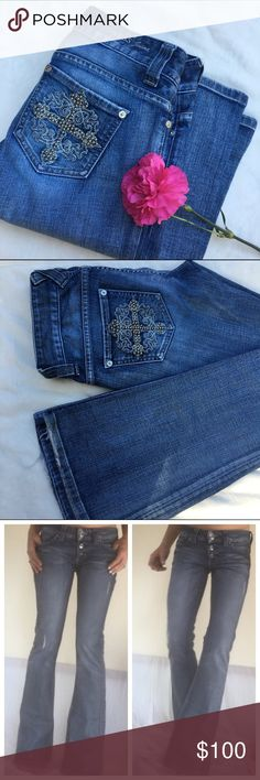Guess size 26 Pre loved gorgeous jeans. Jeans came with 2 intentional distresses patches on front. However, the white spot at bottom of right leg is actually paint :(. Kinda goes with the distressed look though and you don't really notice it. Some wear at back of heels. Probably keep these before I sell them cheap. Guess Jeans