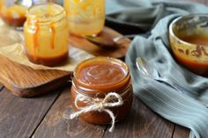 Easy homemade caramel sauce recipe to make from scratch and at low cost. Make your own delicious creamy & thick caramel sauce or desserts or as DIY gift. Caramel Pears, Vegan Caramel, Caramel Recipes, Vegan Recipes, Homemade Caramel Sauce, Pecan Cake, Chocolate Caramels, Other Recipes, A Food
