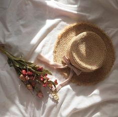 anne of green gables. Anne Green, Spring Aesthetic, Beige Aesthetic, Kpop Aesthetic, The Ancient Magus Bride, Anne With An E, Wallpaper Aesthetic, Anne Shirley, Retro