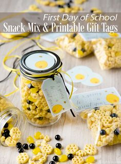 Giving a little gift to fellow students, teachers, and/or staff members can go a long way and lighten up the first day. Make this snack mix and print off these cute labels for a fun gift inspired by the big honey flavor of Honeycomb cereal. Cereal Recipes, Snack Recipes, Camping Snacks, Camping Activities, Bowl Of Cereal, 1st Day Of School, After School Snacks, Eat Breakfast, Honeycomb