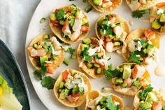 Mini prawn cocktail pappadums - With a few prepared ingredients, you can assemble and serve this tasty finger food in just 15 minutes - no cooking required. Nibbles Ideas, Party Nibbles, Party Snacks, Savoury Finger Food, Prawn Cocktail, Cocktail Food, Cocktail Ideas, Cooking Recipes, Healthy Recipes
