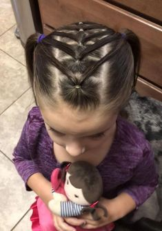All of these hairstyles represent fairly straight forward are a great option for beginners, fast and easy toddler hair-styles. Easy Toddler Hairstyles, Baby Girl Hairstyles, Princess Hairstyles, Girl Haircuts, Toddler Hair Dos, Short Haircuts, Teenage Hairstyles, Braid Hairstyles, Hairstyles Haircuts
