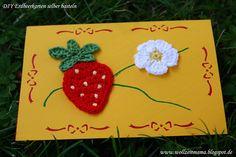 DIY Karte selber basteln mit gehäkelten Erdbeeren, mit kostenloser Anleitung