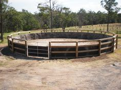 Horse Paddock, Horse Stables, Horse Farms, Dream Stables, Dream Barn, Round Pens For Horses, Horse Round Pen, Horse Pens, Barn Stalls