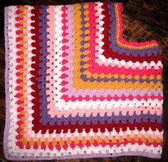 E Strea Chikitu; Crochet poncho