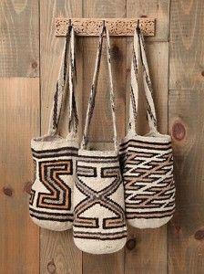 Worki mochilla i wayuu Mochila Crochet, Boho Bags, Hippie Bags, Bohemian Bag, Tapestry Crochet, Purses And Bags, Fashion Accessories, Weaving, Reusable Tote Bags