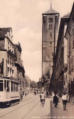Wrocław - ulica św. Jadwigi (1935-1941) Old Photographs, Old Photos, Genealogy, Old Things, Louvre, Germany, Building, Travel, Wonders Of The World