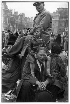 Henri Cartier Bresson // GB. London. Coronation of George VI. 12th May, 1937.