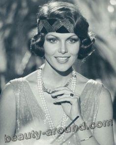 Лоис Чайлз / Lois Chiles в роли Холи Гудхед в фильме Лунный гонщик о Джеймсе Бонде Агент 007  - американская актриса.