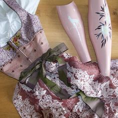 Welcome october! The perfect cover for your outfit 🥨🍻! Many folk festivals are still waiting. Have fun Ballet Shoes, Dance Shoes, Folk Festival, Still Waiting, Festivals, Cover, Have Fun, Outfits, Instagram