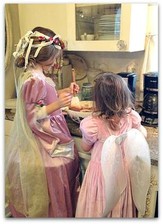Little fairy princesses like to bake