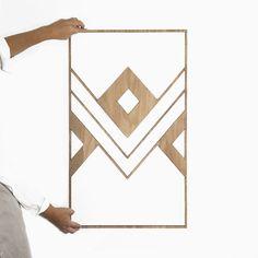 €49,95   #decoracion #madera #decoracionmadera #interiorismo #salon #casa #decorar #pared #diseño #art #habitaición #cama #natural #maderanatural #nature  Con nuestros Mabuis puedes decorar tu salón, habitación o salas más íntimas. Están fabricado artesanalmente en madera natural, revestido sobre fresno y acabado en un tono nogal. Decoración perfecta para tu casa. Playing Cards, Home, Walnut Finish, Wood Head Boards, Hardwood, Hue, Playing Card Games, Cards, Game Cards