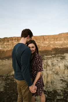 Fall engagement session in the desert desert shoot фотографи Cute Couples Photography, Photo Poses For Couples, Cute Couple Poses, Couple Photoshoot Poses, Cute Couples Photos, Couple Picture Poses, Couple Pics, Friend Photography, Couple Shoot