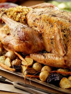 Baked Turkey: Recipes and Tips for Mastering Baked Turkey Thanksgiving Stuffing, Thanksgiving Menu, Falafel, Chili Sauce, Baked Turkey, Recipe Mix, Burger, Turkey Recipes, Easy