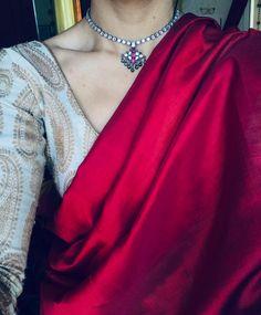 indian designer wear Fabrics LinenSilk Blouse Fabrics Silk Saree Length M Blouse Length M Occasions Reception, Wedding, Party wear, Casual Wear Style Designer Saree, Different St Sari Blouse Designs, Saree Blouse Patterns, Trendy Sarees, Stylish Sarees, Indian Dresses, Indian Outfits, Indian Clothes, Saree Jackets, Saree Jewellery
