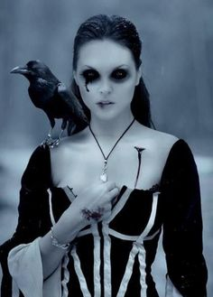 Check Out 20 Vampire Halloween Makeup To Inspire You. Vampire makeup can be a fun and easy costume to make and requires materials. Dark Beauty, Gothic Beauty, Gothic Art, Gothic Girls, Gothic Horror, Victorian Gothic, Gothic Steampunk, Goth Victorien, Dark Side