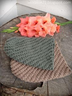 Hue med vri ~ til liten og til stor ♡ Crochet Pouch, Crochet Stitch, Easy Crochet, Free Crochet, Yarn Sizes, Crochet Hook Sizes, Crochet Hooks, Lace Knitting, Knitting Patterns