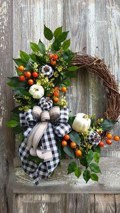 Blue Christmas Decor, Easy Christmas Decorations, Christmas Tree Toppers, Christmas Wreaths, Christmas Crafts, Diy Fall Wreath, Autumn Wreaths, Wreath Crafts, Pumpkin Wreath