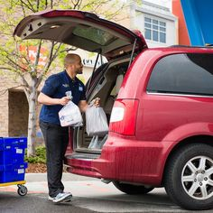 You can definitely shop without going into the grocery store! We found the best grocery delivery and pickup options near you. Walmart Grocery Delivery, Walmart Grocery Pickup, Grocery Delivery Service, Sprouts Grocery, Amazon Prime Membership, Free Groceries, Pick Up, Grocery Store, House Design