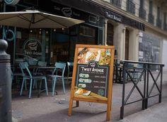 Twist Avenue, c'est de la restauration rapide au concept original ! Inspiré des kürtőskalács, un gâteau à la broche hongrois salés ou sucrés… Réalisations pour Twist Avenue : Identité visuelle, mascotte, flyer, brochure A4 2 plis, panneau d'affichage de rue, carte de visite, menu bord dynamique… Menu Restaurant, Chimney Cake, Rue, Chalkboard, Design, Creativity, Fast Foods, 30 Years Old, Corporate Design