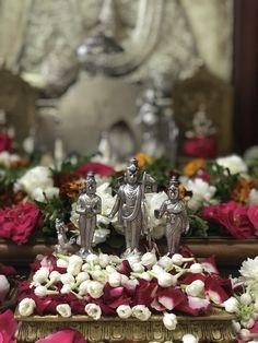 Yes it is good costly flowers akkaraledu ga Pooja cheyadaniki Shri Hanuman, Krishna Radha, Shree Ganesh, Ganesha, Hanuman Images, Lord Krishna Images, Ganesh Lord, Lord Shiva, Navratri Wallpaper