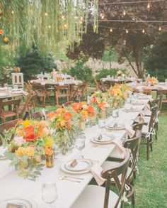 We love the pairing of a head table and round tables at this garden event…