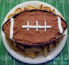 A 7 Layer Football Dip that is perfect for Super Bowl parties! - Kitchen Fun With My 3 Sons Football Party Foods, Football Food, Football Recipes, Football Parties, Football Apps, Tailgate Parties, Football Tailgate, Football Birthday, Tailgating Recipes