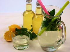 Připravte si uklidňující nápoj do neklidné doby. Můžete podávat s horkou vodou jako čaj nebo studenou jako osvěžující limonádu.