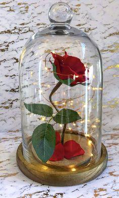 Tutorial: Rosa Encantada (La Bella y la Bestia) / Enchanted Rose DIY (Beauty and the Beast) Beauty And The Beast Diy, Beauty And Beast Wedding, Enchanted Rose, Maquillage Phosphorescent, Tutorial Rosa, Rose Tutorial, Quinceanera Party, Bath And Beyond Coupon, Salon Design