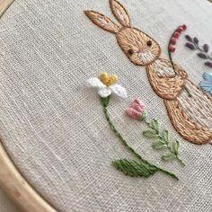 #자수타그램 #자수 #embroidery #stitch #刺繍作家 #刺繍 #프랑스자수 #케이블루의자수 #케이블루 #刺繍教室 #ししゅう #needlework #손자수 #needlepoint #핸드메이드 #취미 #취미스타그램 #요술나무 #케이블루의동화같은프랑스자수 www.케이블루의자수.com