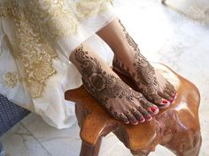 Sometimes less is more. Done on location in Playa del Carmen Mexico. Booking now for San Francisco Bay Area and Mexico hennaloungesf@gmail.com 1 (415) 215 6901 Web: www.hennalounge.com Henna Supplies: www.hennaguru.com  Darcy Vasudev/Henna Lounge. Repost with permission only.  #henna #mehndi #desiwedding #oaklandhenna #gorimehndiwali #hennatattoo #bayareahenna #hennaloungemexico #bridalhenna  #sfhenna #sanfranciscohenna  #mehndimexico #mexicohenna #mehndirivieramaya #organichennamexico…