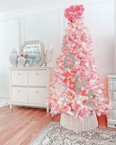 Vintage Pink Christmas, Purple Christmas, Christmas Room, Cozy Christmas, Pink Christmas Tree Decorations, Unique Christmas Trees, Valentines Day Decorations, Valentine Tree, Christmas Tree Inspiration