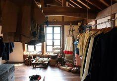 佐々木洋品店は群馬県高崎市の築100年の蔵をリノベーションし、「古いもの・新しいもの・手作りのもの」を展示販売しています。