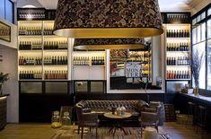 Praktik Vinoteca es un brindis a la relación del vino con la ciudad de Barcelona, tan antigua como su historia y su cultura, sin perder el sabor mediterráneo y minimalista.