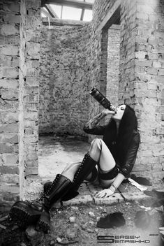 Woman Wine, Metal Girl, Nu Goth, Gothic Beauty, Black Metal, Ballet Shoes, Erotic, Leather Pants, World