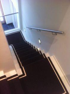 Carpet Runner Rods For Stairs Best Carpet, Diy Carpet, Modern Carpet, Black Staircase, Staircase Runner, Hallway Carpet Runners, Carpet Stairs, Stair Runners, Sisal