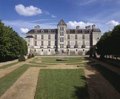 Le Château de Cadillac en Aquitaine © Centre des monuments nationaux Paris / P. Berhé #voyage #france #aquitaine http://www.flowersway.com/visite/le-chateau-de-cadillac-1879