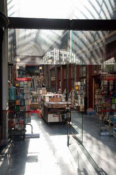 Es-tu fait pour voyager sans billet de retour ? (Detour Local) -> Magasin de livre de seconde main à Bruxelles www.detourlocal.com/es-tu-fais-pour-voyager-sans-billet-de-retour/