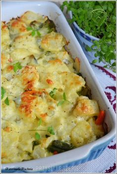 Zapiekanka ziemniaczana z warzywami Vegan Recipes, Vegan Food, Potato Salad, Mashed Potatoes, Cauliflower, Macaroni And Cheese, Food And Drink, Vegetables, Cooking