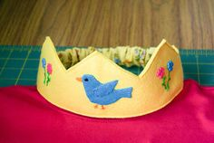 I have been making felt crowns  for the children to play prince and princess dress-up  in class at the pre-school.   I will share the c...