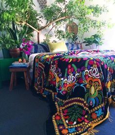 Bohemian Bedroom Decor Ideas - Want to add funky style to your bedroom? Consider making use of bohemian, or boho, design ideas in your next bed room redesign. Bohemian Bedroom Decor, Boho Decor, Mexican Bedroom Decor, Bohemian Room, Bohemian Living, Deco Boheme Chic, Tree Bed, Bedroom Plants, Boho Diy