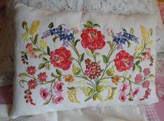 Hungarian Embroidery, Cutwork, Diy And Crafts, Cushions, Throw Pillows, Chiffons, Inspiration, Recherche Google, Women's Fashion